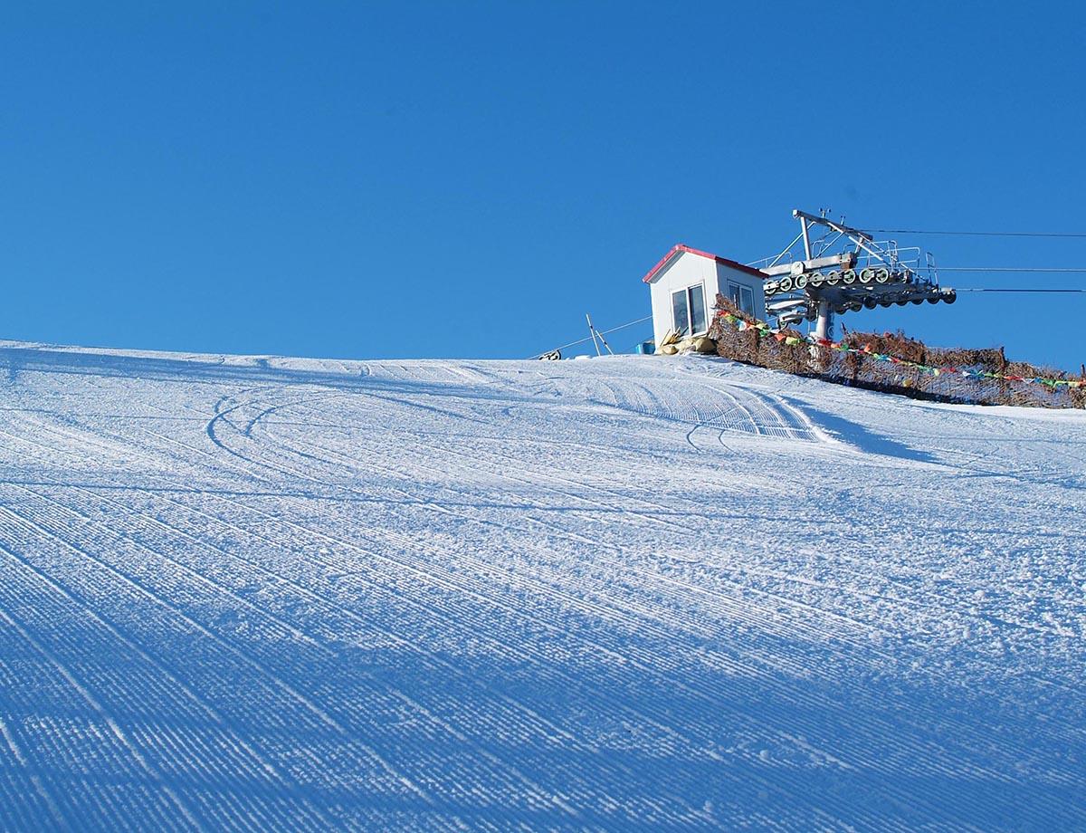 西湾子镇长城岭滑雪场中级道顶
